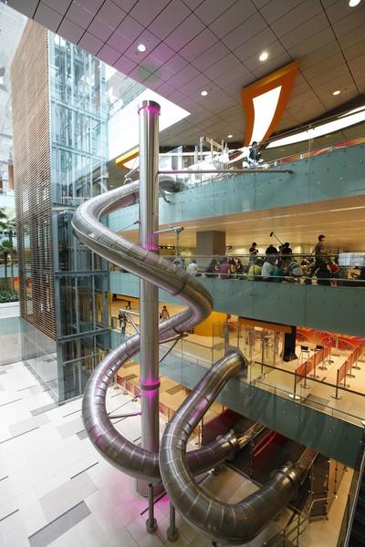 The Slide : le toboggan géant de l'aéroport de Singapoure