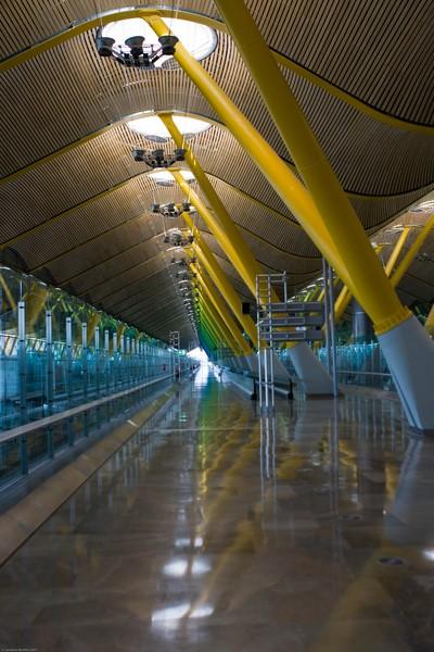 Le plafond en bambou de l'aéroport de Madrid Barajas