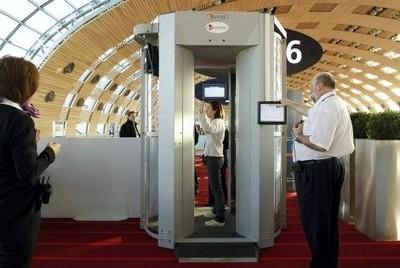 Un scanner corporel dans un aéroport
