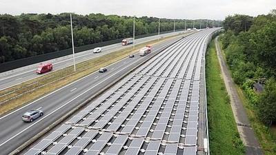 Le tunnel ferroviaire couvert de panneaux solaires près d'Anvers en Belgique