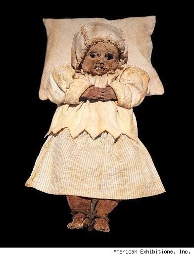 La momie de Johannes Orlovits, retrouvée en 1994 avec celle de ses parents