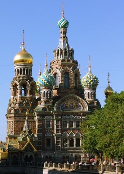 Les domes colorés de l'église Saint-Sauveur-sur-le-sang-versé de Saint-Pétersbourg