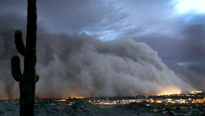 La ville de Phoenix envahie par une tempête de poussière