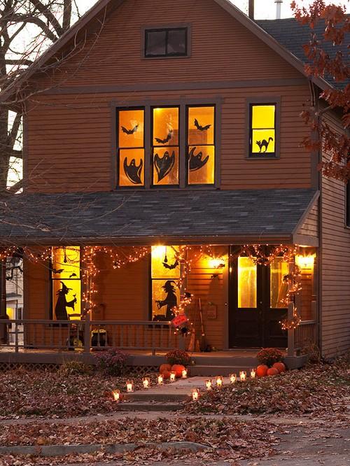 Sorcières d'Halloween dans la maison
