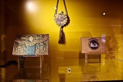 vitrine sacs anciens musée