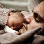5 conseils pour éviter les pleurs de bébé en avion